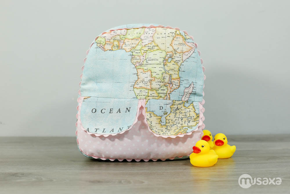 mochila-infantil-personalizada-mapa-lunares-rosa-2